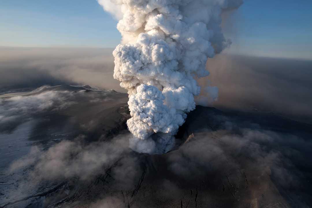 VÍDEO: La Increíble Erupción De Un Volcán En Directo